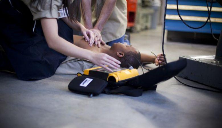 Qual a importância de um desfibrilador DEA