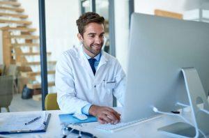 Por que contar com um software para clínicas médicas